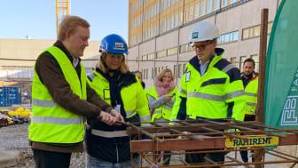 Stockholms bostads- och fastighetsborgarråd Dennis Wedin, NCC:s avdelningschef Annika Grönberg och Familjebostäders VD Jonas Schneider