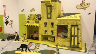 En del av lekutställningen med berättelser från Lennart Hellsings barnböcker.