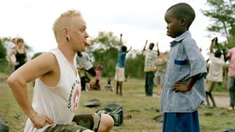 Utställning av Alex Hinchcliffe från Clowner utan Gränsers arbete i Kenya