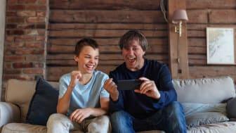 9 av 10 barn har smarttelefon: – Ta mobilpraten med barna