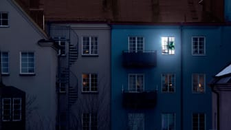 Pimeä kausi tekee lähes joka toisesta suomalaisesta alakuloisen: Näin voit nauttia TV:stä myös valot päällä