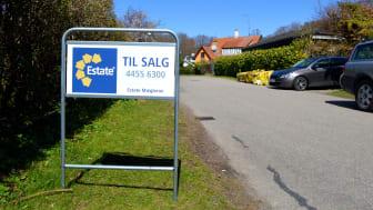 Landets ejendomsmæglere har fået mere travlt med at stikke til salg skilte i jorden