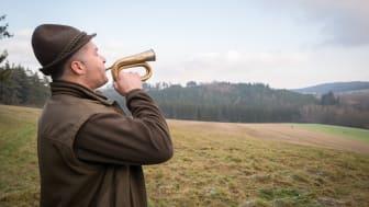 Traditionelle Lieder gehören zur Gemeinschaft der Jäger dazu.