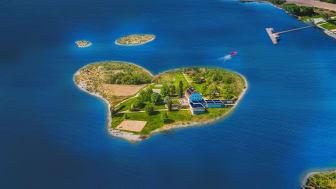 Behöriga äga tillträde ❤️ HJÄRTAT - ett nytt möteskoncept som erbjuder total ensamrätt på en självförsörjande hjärtformad ö i Mälaren.