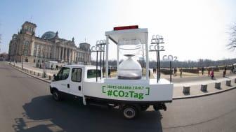 CO2-Tag 2018: Fahrzeug vor Reichstag