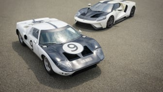 2022 Ford GT '64 Heritage Edition and 1964 Ford GT prototype_02.jpg
