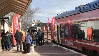 Nya moderna tåg och en uppgraderad infrastruktur på Inlandsbanan ger betydande restidsförkortningar. Istället för två timmar mellan Mora-Sveg blir restiden nästan halverad.