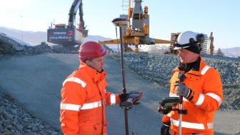 Christian Lagerblad (til venstre) og Mats Sundstrøm er stikningsingeniører i PEAB.
