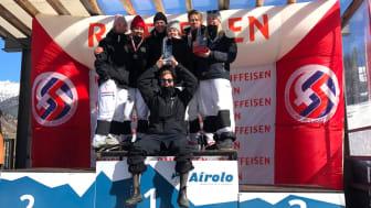Tränare Fredrik Sätherberg framför laget. Josefina Wersén, Thea Wallberg, Edvin Hellquist, Ebba Månsson, Albin Holmgren, och My Bjerkman (f.v)