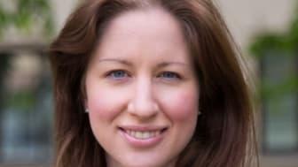Karin Svensberg tilldelas Apotekarsocietetens stipendium för apoteksforskning. Foto: Fotograf Camilla Storvollen