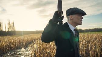 Tommy Shelby og hans bande er tilbage med en ny sæson af Peaky Blinders. Den femte udgave får dansk premiere på C More den 5. september.