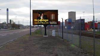På bilden syns en av de mindre (9m2) digitala infartsskyltarna placerad i Helsingborgs hamn.
