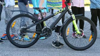 Gång- och cykelvägen är efterlängtad och byggs för att säkra barnens väg till skolan. Foto: Helene Markström