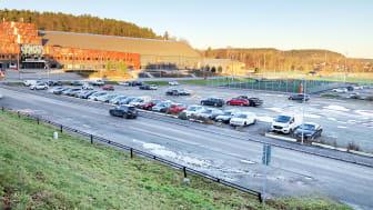 På den grusade parkeringsytan framför multisportarenan i Kvibergs Park ska en is- och sporthall byggas.