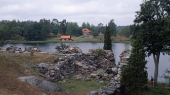 Ruin från Sundby säteri (Ornö), som brändes av ryssarna 1719. Foto: Anna Ulfstrand.