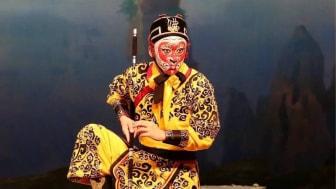 Yan Qinggu som Apkungen på Pekingoperan