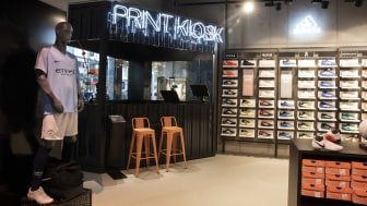 Ein Blick durchs Schlüsselloch: Wie hier im Kölner Store erhält nun auch die Hamburger Filiale ein komplettes Redesign.