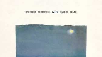 Marianne_Faithful wit Warre Ellis - She Walks In Beauty - omslag
