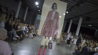 "Fredrik Möllers kollektion ""Step in to my office!"", som dessutom prisades med stipendium från H&M (foto: Suss Wilén)"