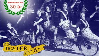 Ambulerande clowner, teater- och drama, med tandem och släp som transport.