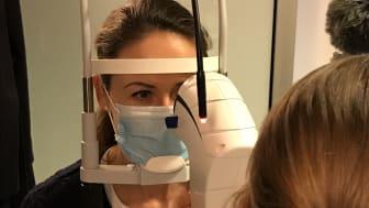 Hos Profil Optik i Næstved har man taget ny teknologi i brug, der gendanner øjenkirtlernes funktion og afhjælper øjengener langt mere effektivt.