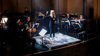Lena Willemark och Ensemble recherche från Freiburg uppförde Karin Rehnqvists Blodhov på KMH den 5 februari 2020. (Bilden från uruppförandet i Göteborg.)