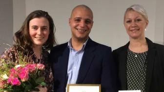 Från prisutdelningen: Elin Rolander (trädgårdsmästare och pedagog), Nicholas Murigu (projektledare), Jennie Krafft (projektägare/distriktschef Studiefrämjandet). Fotocopy – Arvsfonden.