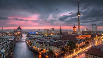 Berlin: Skyline, Gewitter über dem Alexanderplatz, abends  © DZT e.V. F: Nico Trinkhaus
