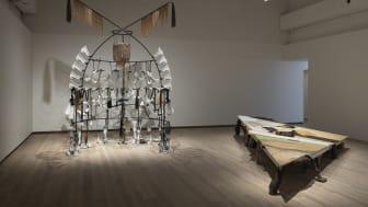 """Signe Johannessen """"Posthumous Dialogue"""", 2020. Installationsvy från utställningen """"Experimentalfältet"""" på Accelerator 2021. Foto: Christian Saltas."""