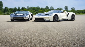 2022 Ford GT '64 Heritage Edition and 1964 Ford GT prototype_01.jpg