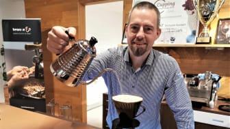 Smakexpert Dan-Fredrik Asplund brygger gott kaffe