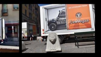 LeoVegaslastbilar rullar nu på Stockholms gator.