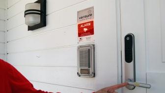 Innbruddstriks - teip på dørhåndtaket