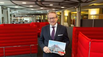 Der Direktor des Private Banking der Stadtsparkasse München, Florian von Khreninger-Guggenberger, stellt die neue Vermögensverwaltung des Hauses vor.
