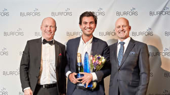 Från vänster: Sven-Erik Kristensen regionchef Bjurfors Göteborg, Daniel Adelsson, Årets mäklare 2016, Mats Ljung styrelseordförande Bjurfors Sverige