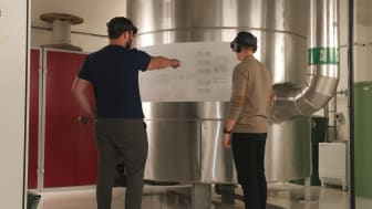 Lasse Lanng Pedersen and Martin Vang Jeppesen teach Facility Management to students using the HoloLens