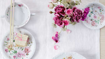 Classicist service meets romantic floral decor: Rosenthal Maria Pink Rose.