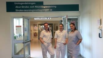 Elever från Yrkesgymnasiet i Västerås hjälper till och avlastar på medicinkliniken i region Västmanland.