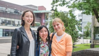 Woon Prize winner Chika Annen (centre), with second prize winner Lily Kemp (left) and third prize winner Irini Stamatiadis (right).