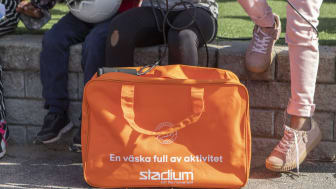 4 000 väskor fyllda av aktivitet delas ut till förstaklassare runt om i landet. Foto: Stadium