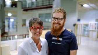 Docent Maritha Jacobsson och Stefan Sjöström, Institutionen för socialt arbete vid Umeå universitet. Foto: Mattias Pettersson.