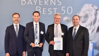 "Dr. Christian Eschner (PSP), Christian Lang und Ralf Bernhardt (FIS) sowie Staatsminister Aiwanger bei der Preisverleihung ""Bayerns Best 50"". Foto: Studio SX HEUSER."