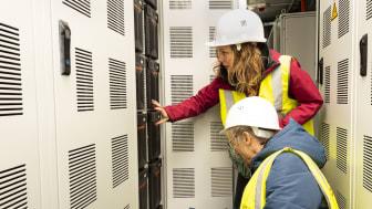 Batteriegestelle in einem EDF Renewables Container