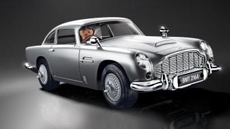 Unterwegs im Dienste Ihrer Majestät: Der James Bond Aston Martin DB5 – Goldfinger Edition von PLAYMOBIL fährt vor