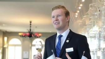 Lyxliv, vinprovningskurser och andra fördelar med att studera hospitality i Schweiz - läs Daniels berättelse