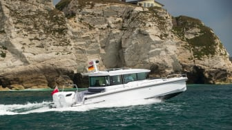 Axopar 37 powered with twin CXO300 diesel outboards