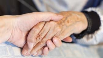 Besöksförbudet på äldreboenden upphör – från 24 februari tillåtet genomföra säkra besök