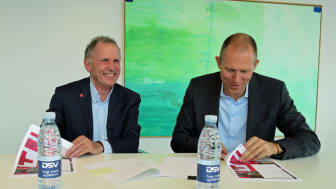 Secretary General, Red Cross Denmark, Anders Ladekarl and Ceo, DSV A/S, Jens Bjørn Andersen sign the cooperative agreement