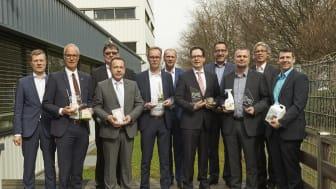 """Gewinner des Wettbewerbs  """"Produkte des Jahres 2017"""", Juroren sowie Mitarbeiter der RM Handelsmedien. Foto: G. Freyer"""