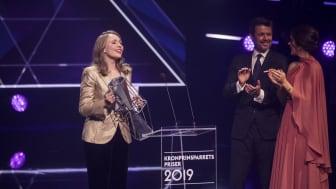 Operasanger Elsa Dreisig modtog Kronprinsparrets Kulturpris 2019 for med sin vokal at ramme publikum med en renhed, der både vidner om sanselig melankoli, kunstnerisk overskud og alsidighed.